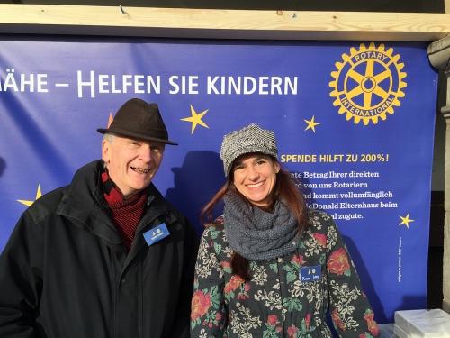 Yvonne Lang und Georg Carlen haben offensichtlich Spass am Einsatz